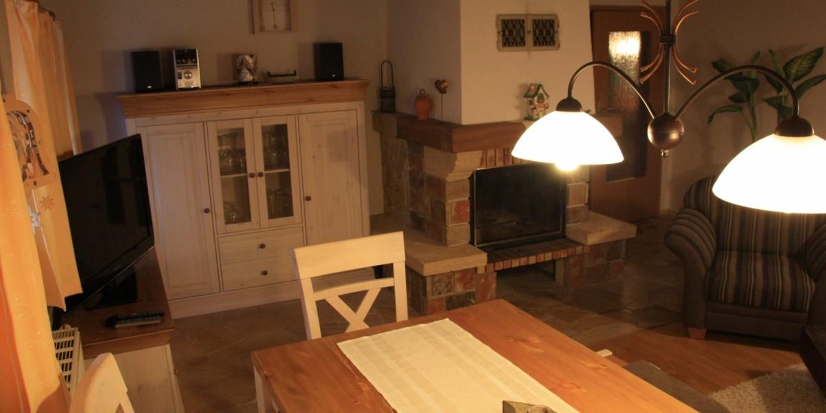 Untere Ferienwohnung – Wohnstube mit Kamin