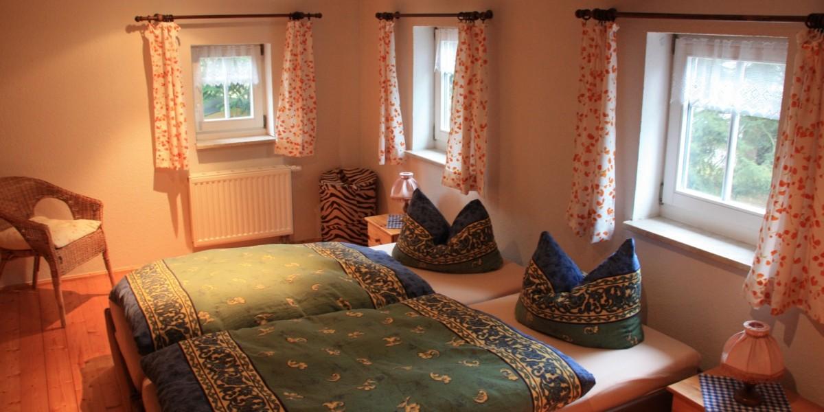 Untere Ferienwohnung – Schlafzimmer 2 mit Doppelbett