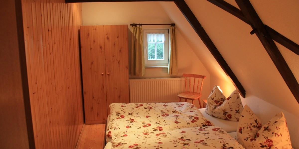 Obere Ferienwohnung – Schlafraum mit Doppelbett