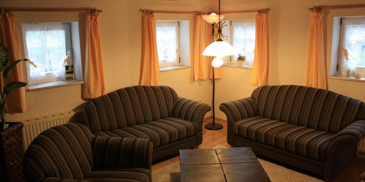 Untere Ferienwohnung – Wohnstube mit Couchecke